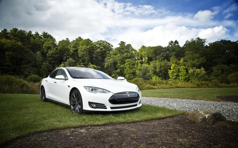 从被维权的特斯拉说起,你真的了解新能源车的这些坑吗