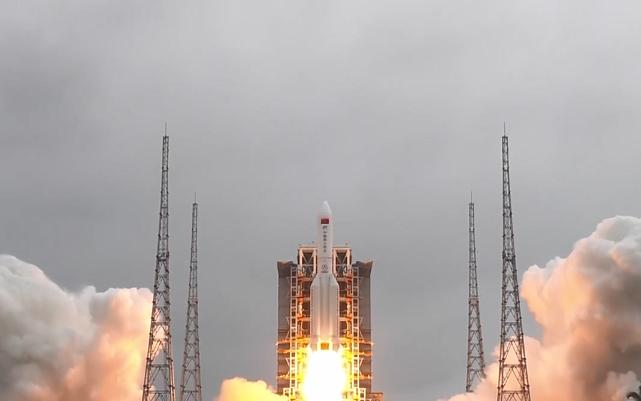 空间站天和核心舱发射任务圆满成功 共庆天和核心舱发射升空瞬间