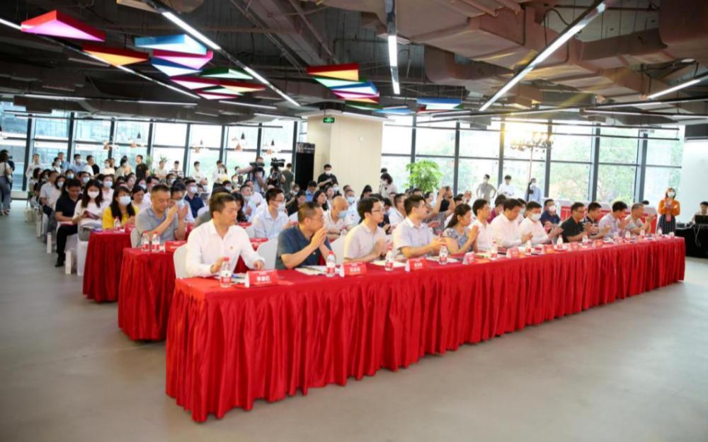 聚企业,链未来!华秋电子成为福田区新一代信息技术产业链党委链主平台!
