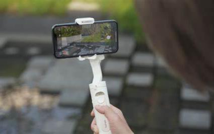 浩瀚卓越:手机稳定器亚马逊销量第一,融合AI视觉传感器的V2支持所有APP跟拍