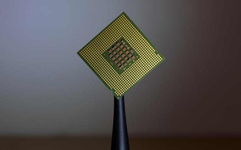 华为自研OLED驱动芯片已完成试产,工艺、交付时...