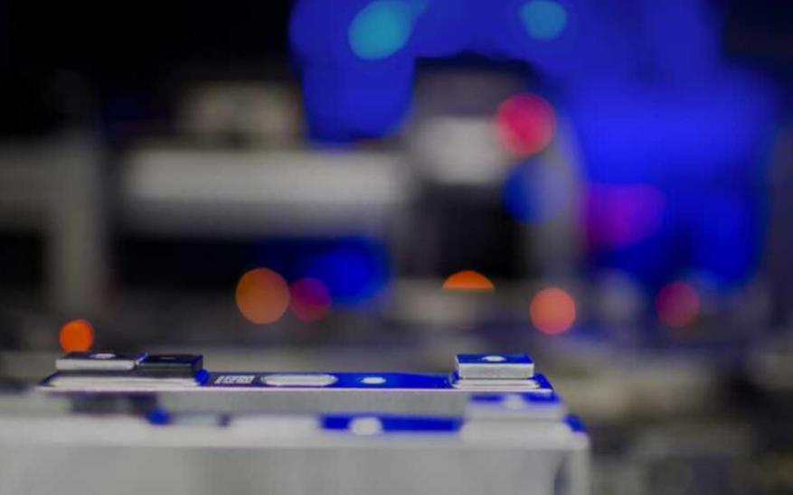 六氟磷酸锂暴涨6倍!锂电池热销引发材料供应紧缺,...