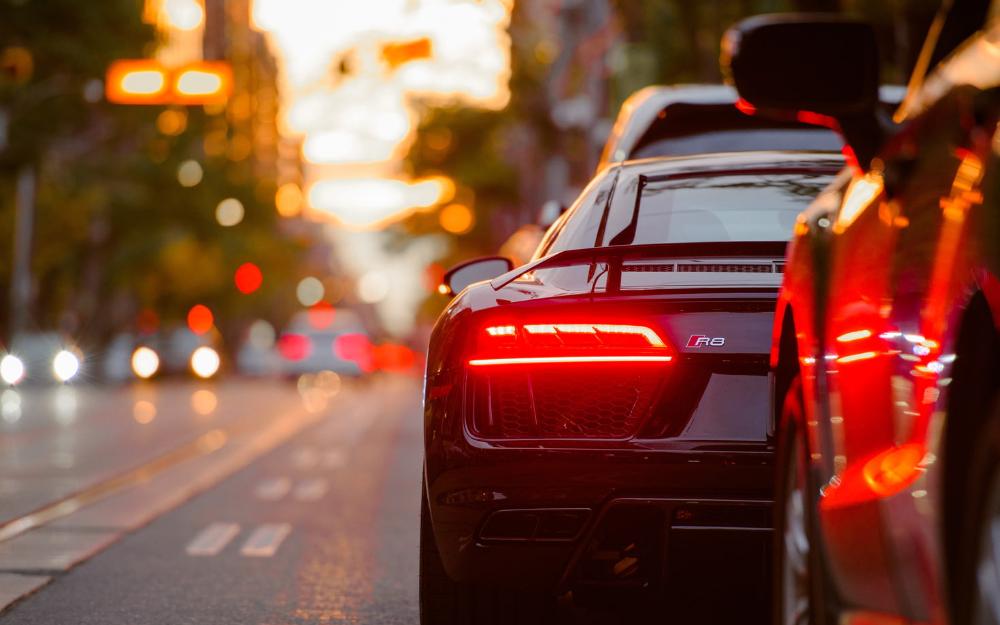 AMOLED驱动芯片供应商昇显微完成亿元A轮融资;9月份多国汽车销量大跌20%……