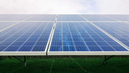 光伏又火了!中國沙漠的1%裝上太陽能板,或是缺電限產的解決之道?