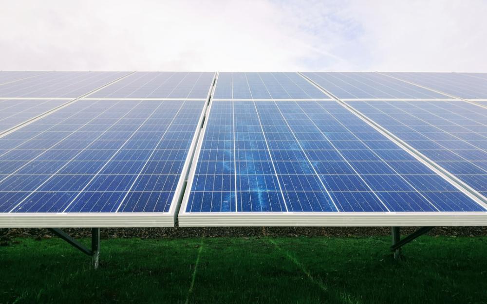 光伏又火了!中国沙漠的1%装上太阳能板,或是缺电限产的解决之道?