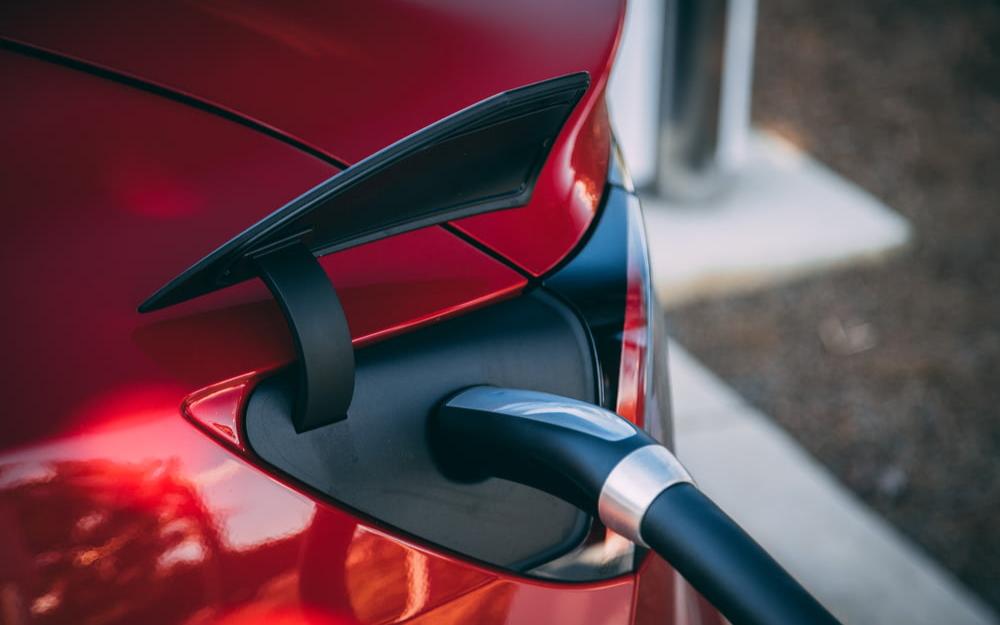 特斯拉將所有標準系列電動車更換成磷酸鐵鋰電池